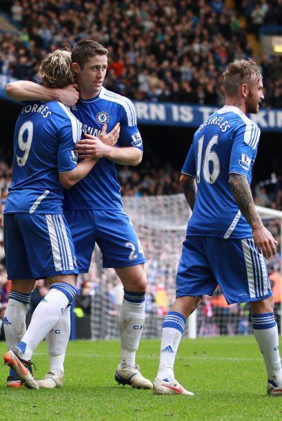 Aún pasaron más cosas. En contragolpe del Chelsea, Torres...