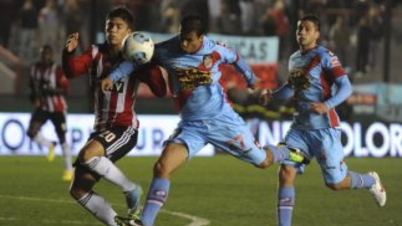 El Arsenal se impuso por 2-1 ante San Lorenzo.
