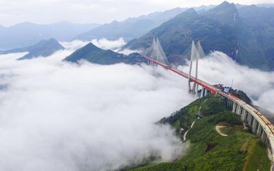 China inaugura el puente más alto del mundo