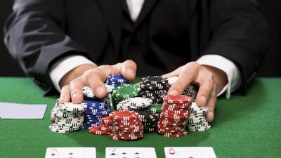 Cuatro detenidos en allanamiento a casino ilegal en Pomona