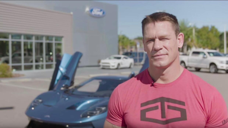 John Cena y el Ford GT 2017 azul líquido del cual fue propietario por me...