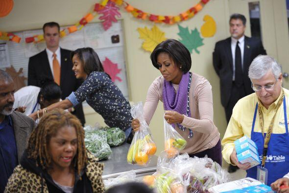Las hijas del matrimonio presidencial, Sasha y Malia, estuvieron también...