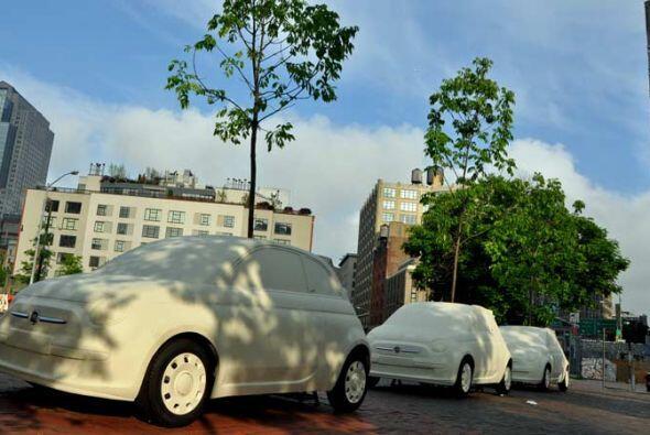 El nuevo FIAT 500c Cabrio 2012 invadió las calles de Nueva York transfor...