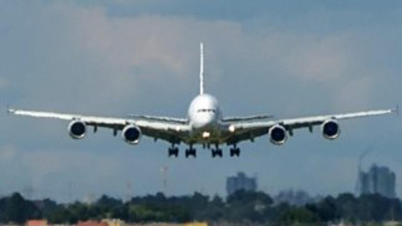 Dos vuelos, uno en el condado de Orange en California y otro en Phoenix,...