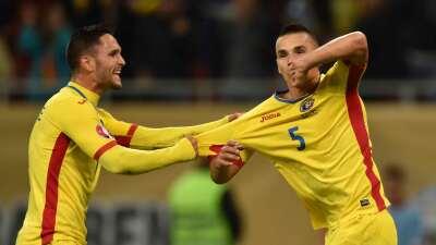 Rumanía golea y estará en la Eurocopa 2016