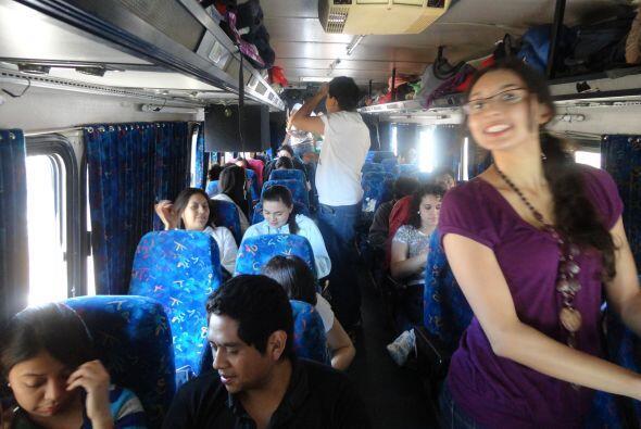 El autobús estuvo repleto de mexicanos unidos por la misma causa,...