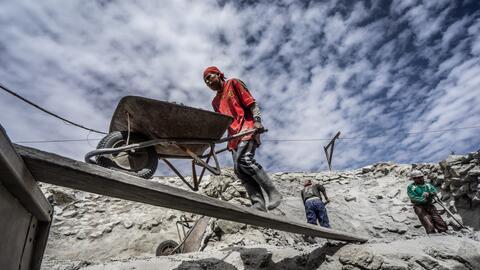 El Cerro Rico de Potosí es una de las mayores minas de plata del...