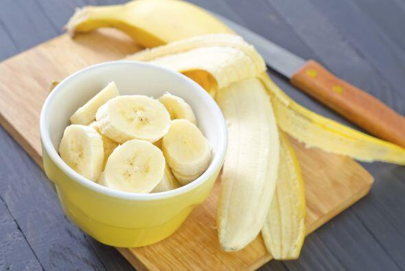 Plátano El potasio que aporta el plátano ayuda directamente a tu cabellera.