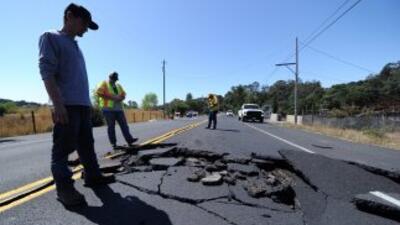 Autopista abierta tras sismo de 6.1 en Napa Valley, California.