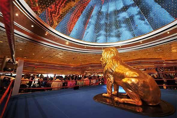 El lobby del MGM Grand fue invadido por fanáticos del boxeo a la espera...