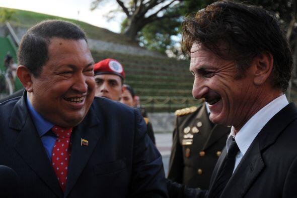 El actor Sean Penn se reunió con el presidente Hugo Chávez en febrero de...