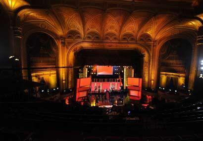 El escenario del 'Teatro Orpheum' luce impresionante para esta gran gala.