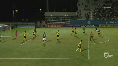 Mano de Jamaica que no marca el árbitro tras gran jugada de Lainez