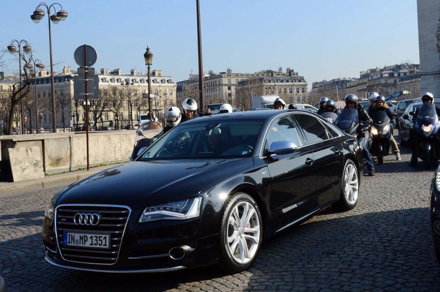David Beckham manejó esta poderoso Audi S8 por las calles de París cuand...