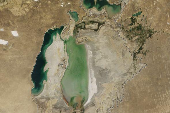 Conforme se secó el lago, también lo hicieron las comunidades alrededor...