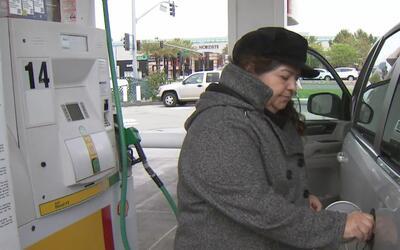 Residentes inconformes con el aumento de gasolina en California