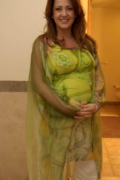 En esta fotografía, Andrea estaba esperando a su hija Mía.