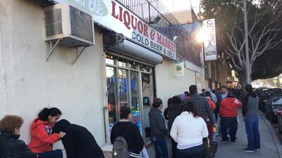 En fotos: migrantes esperan por horas para recibir consultas legales en Los Ángeles