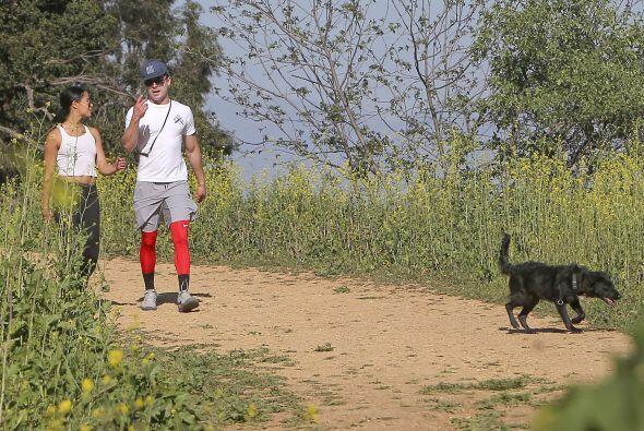 Zac y su perrito hacen buena pareja, ¿no lo crees?