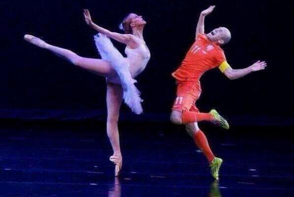 Robben baila muuuy bien. Todo sobre el Mundial de Brasil 2014.