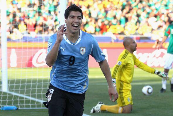 Luis Suárez, máximo goleador mundial en 2010 y pieza clave del cuarto pu...