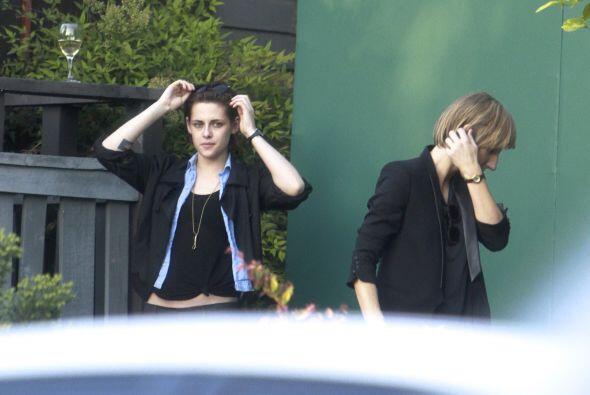 Kristen se quedó en el lugar.