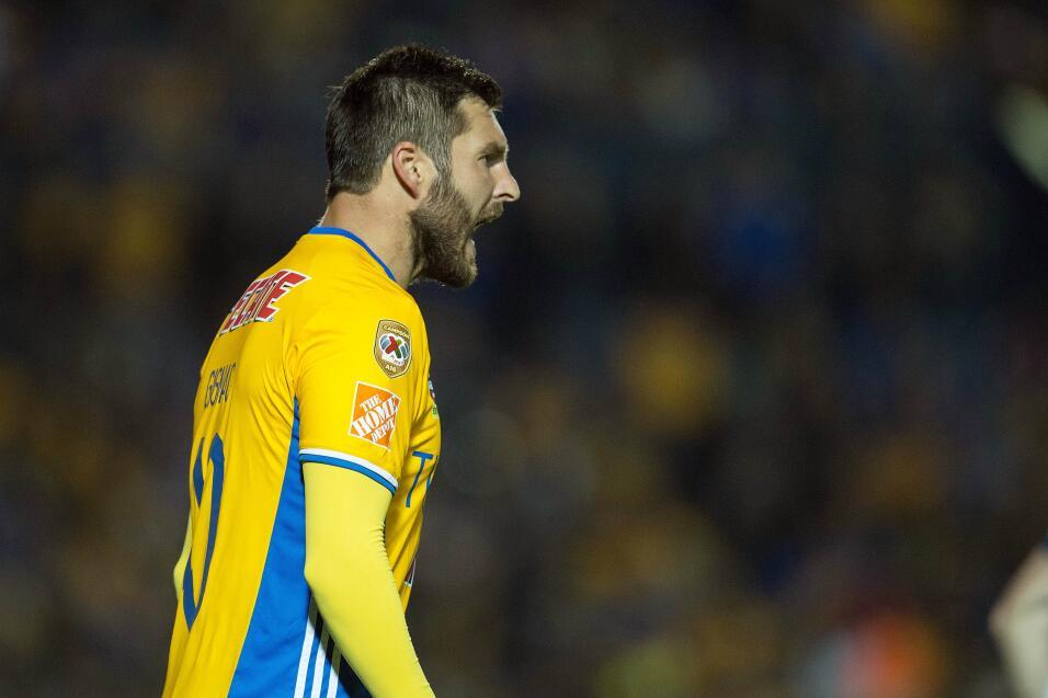 Suspenden a Mauricio Pinilla por insultar y golpear a árbitro 20170314_4...