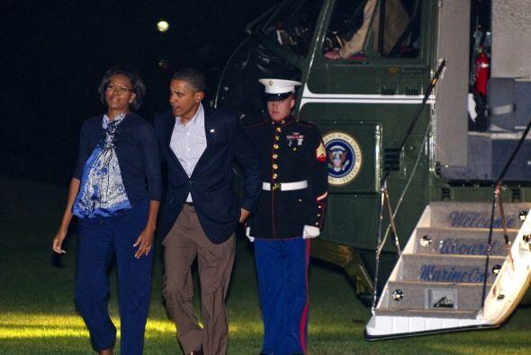 Tras la jornada de campaña, el presidente y su esposa regresaron a la Ca...