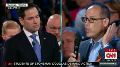 Rubio y Guttenberg entraron en un acalorado debate en medio de las ovaci...
