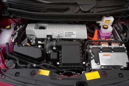 Toyota Prius 2015- Con respecto a su mecánica, el vehículo suma el motor...