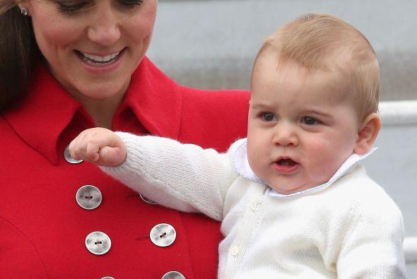 Es el primer viaje oficial de bebé. Mira aquí los videos más chismosos.