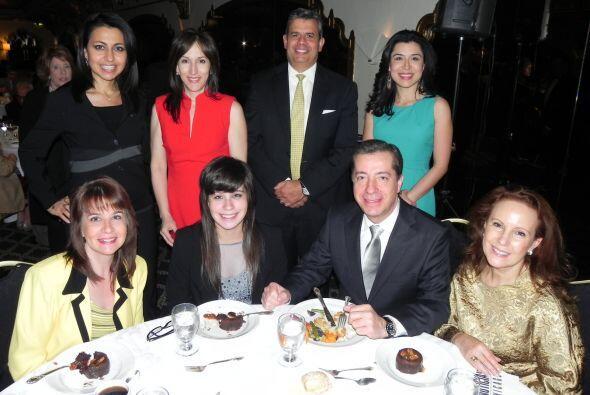 Varios miembros de Univisión Chicago, al igual que familiares del presen...