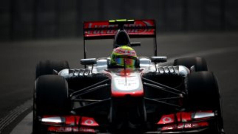 Sergio Pérez descontento con al auto.
