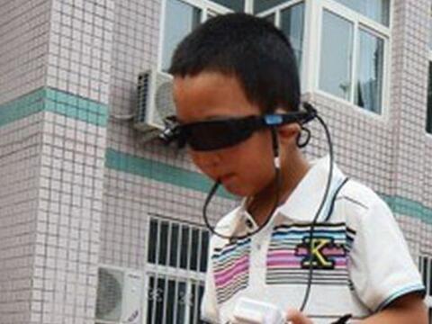 A los seis años de edad, Bin Bin sufrió un ataque en el qu...