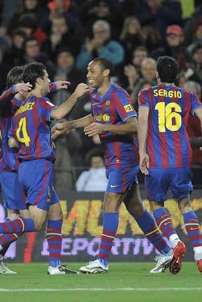 Después fue el turno de Thierry Henry, quien marcó el 2-0 de falta.