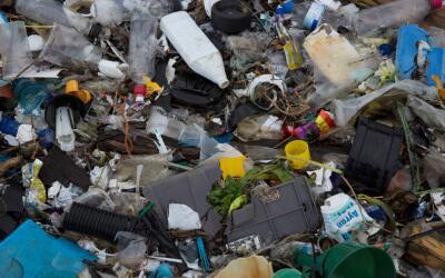 Aunque pequeños fragmentos de plástico son los más...