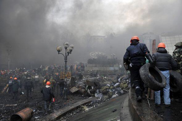 La violencia comenzó cuando los manifestantes atacaron las l&iacu...