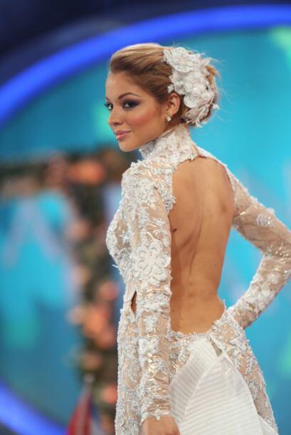 Las seis finalistas y el equipo de diseñadores de Nuestra Belleza Latina...