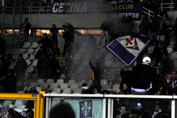 Algunos incidentes entre hinchas y policías se registraron en el estadio...