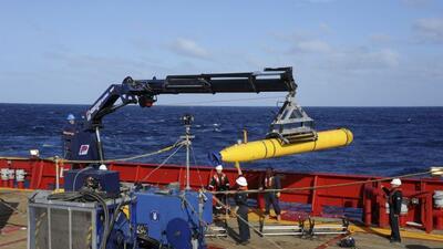 Buscan la caja negra del MH370 con un minisubmarino
