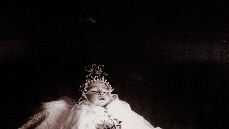 Retrato postmortem de 1915. Fotografía de Julio Cordero Castillo.