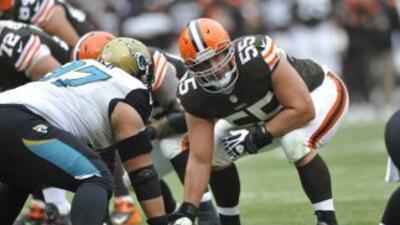 Alex Mack podría ir a los Jaguars (AP-NFL).