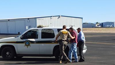 Arrestan a ex detective por robo en  departamento de evidencia Tarnow%20...