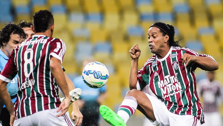 Ronaldinho inició la jugada del gol de Fluminense.