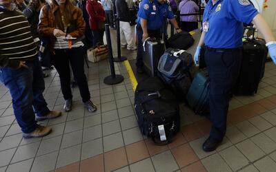 Prueban un sistema de tercera dimensión para revisar equipaje y pasajero...