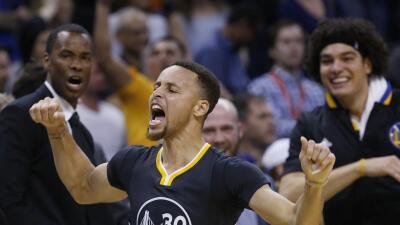 Stephen Curry celebra la victoria de Golden State ante Thunder en tiempo...