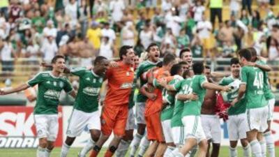 Palmeiras celebra su triunfo y campeonato de segunda.