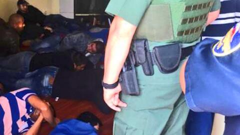 Encuentran a 70 inmigrantes indocumentados retenidos en una casa del sur...