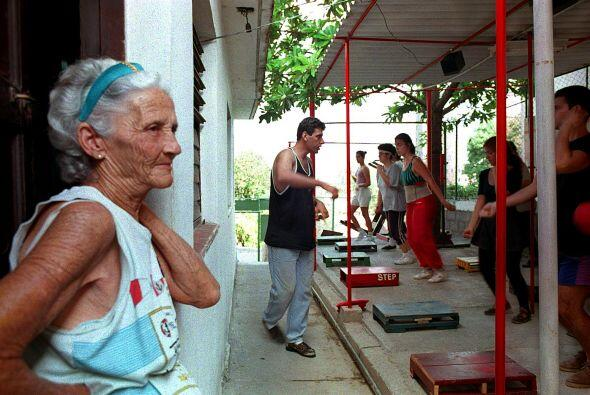 La gran mayoría de los centenarios de la isla viven en las provincias de...