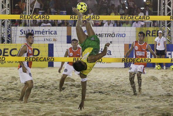 Esta modalidad deportiva, muy popular en las playas de Brasil, se disput...